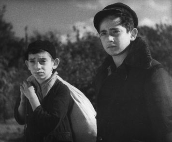 A scene from Aleksander Ford's MIR KUMEN ON, part of the JEWISH SOUL collection from Kino Lorber.