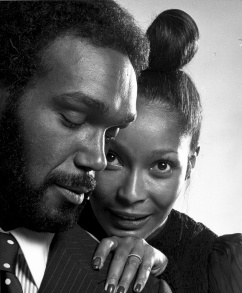 Duane Jones as Dr. Hess Green and Marlene Clark as Ganja Meda in Bill Gunn's GANJA & HESS.