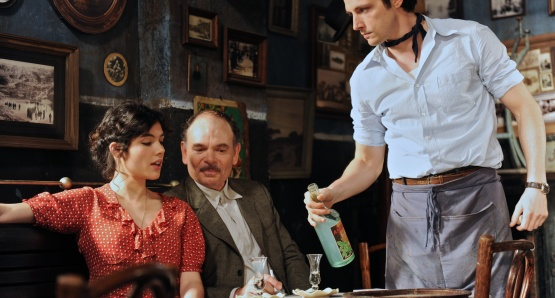 Victoire Bélézy as Fanny, Jean-Pierre Daroussin as Panisse, and Raphaël Personnaz as Marius in MARIUS, a film by Daniel Auteuil.