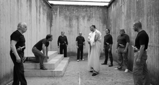 Julius Caesar (Giovanni Arcuri) confronts his friends and enemies in an unusual rehearsal space inside Rebibbia Prison in a scene from Paolo and Vittorio Taviani's