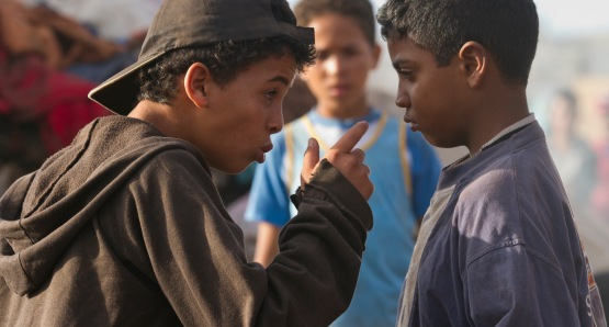 Hamid (left) and Yachine (right) as young boys (played by Said El Alami and Achraf Afir).