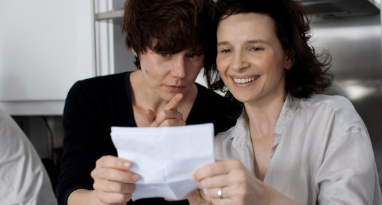 Malgorzata Szumowska and Juliette Binoche on the set of Elles, a film by Malgorzata Szumowska.