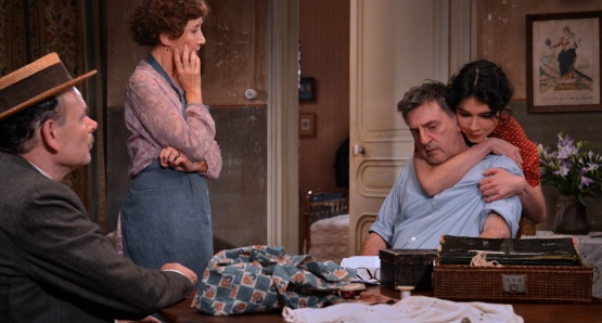 Jean-Pierre Darroussin as Panisse, Marie-Anne Chazel as Honorine, Daniel Auteuil as César, and Victoire Bélézy as Fanny in FANNY, a film by Daniel Auteuil.