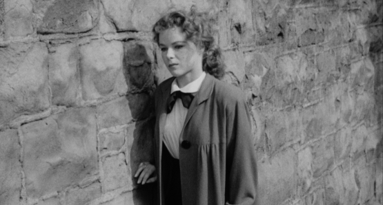 An increasingly isolated and hopeless Sally (Sally Forrest) wanders a new city in Ida Lupino's NOT WANTED.